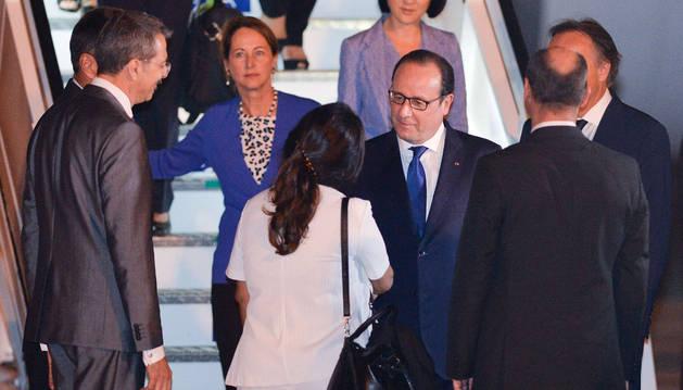 Hollande llega a Cuba en visita oficial, la 1ª de un presidente francés