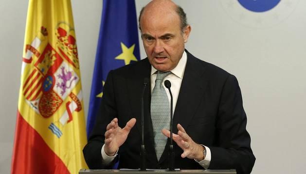 De Guindos cree que hay tiempo de alcanzar un acuerdo con Grecia