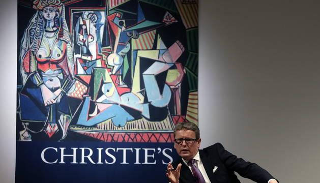 El presidente de Christie's, Jussi Pylkkaenen, en la subasta de 'Les femmes d'Alger' de Pablo Picasso.