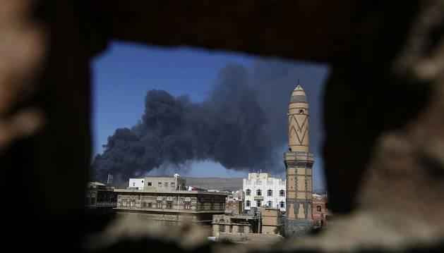 Al menos 90 muertos en Yemen tras un ataque contra un depósito de armas