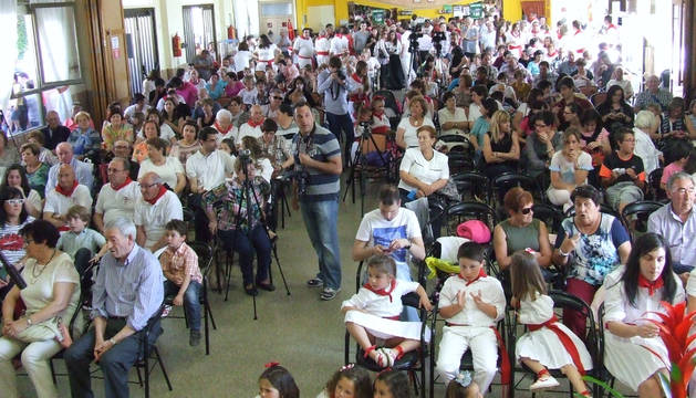 La sede del casino La Unión se llenó de público para asistir al festival de jotas.