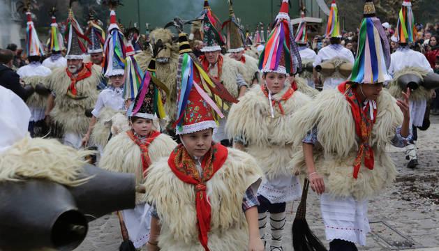 Los 'joaldunak' de Ituren, Aurtitz y Zubieta, que desfilarán el domingo, en el carnaval de enero.