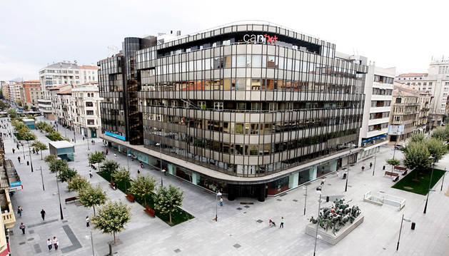 Sede central de Caja Navarra, en la avenida Carlos III de Pamplona.