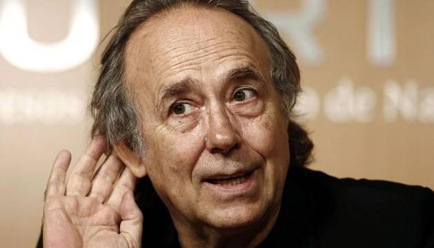 El cantautor Joan Manuel Serrat ofreció una rueda de prensa en Pamplona con motivo de su actuación en Baluarte en la que repasará su carrera musical.