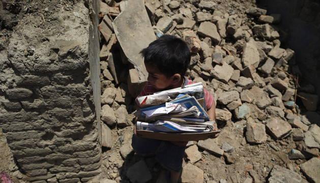Un nuevo terremoto sacude la zona más castigada de Nepal. De magnitud 7,4 en la escala de Richter, el epicentro se ha registrado al noreste de Katmandú, una de las áreas más afectadas por el seísmo del 25 de abril.