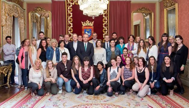 Enrique Maya recibe a estudiantes alemanes de intercambio en Navarra