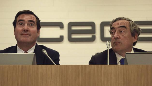 Los presidentes de la CEOE y la Cepyme, Rosell (derecha) y Garamendi.