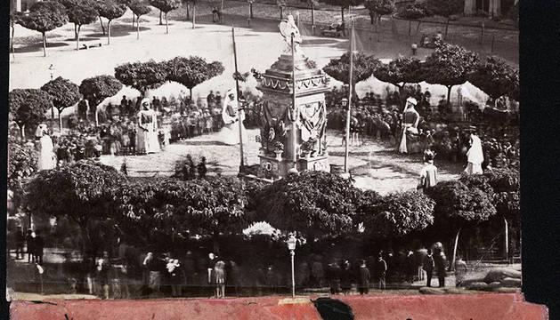 Inauguración del suministro de agua del Arga desde Subiza a Pamplona durante el bloqueo en plena segunda Guerra Carlista.