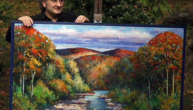 El comisario de la muestra, el pintor Juan Carlos Pikabea.