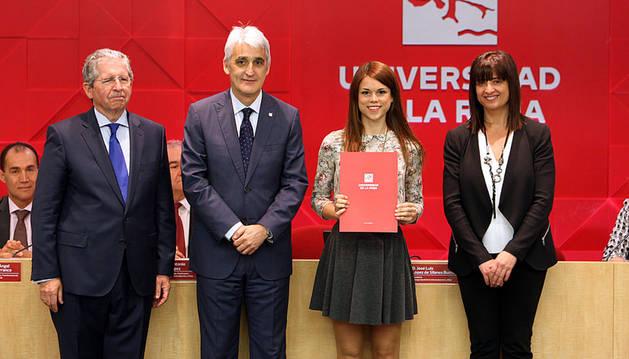 La Universidad de La Rioja premia a la cortesina Cristina Blasco Roy