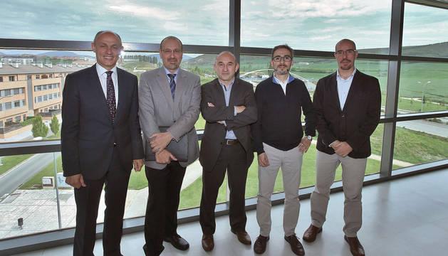 José Vicente Valdenebro, gerente del Ayuntamiento de Pamplona; Francisco Javier Pérez, I+D de Sistelec; Ignacio Matías, de la UPNA; Juan Cristóbal García, de ZABALA; y Jon  Asín, de Ingeteam.