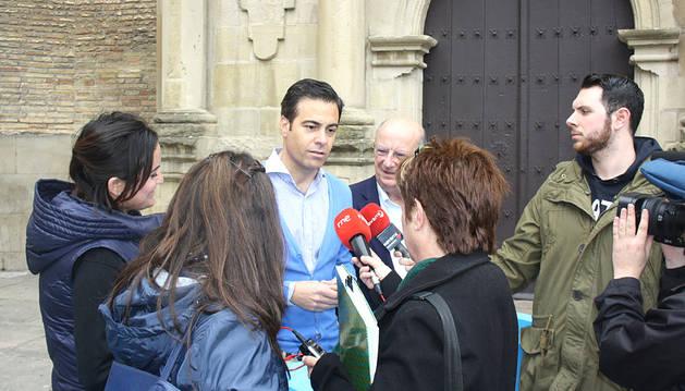 Zalba propone coordinar la oferta cultural mediante la tarjeta Pamplona Card