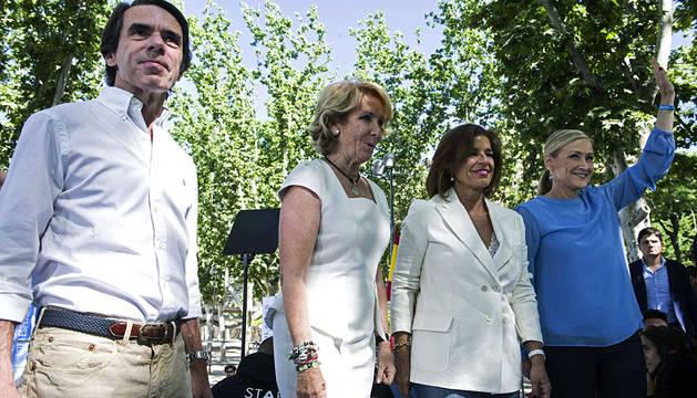 Aznar, con Aguirre, Botella y Cifuentes, esta domingo en Madrid.