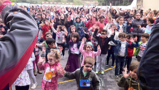 Unas 600 personas se solidarizan con los Escolapios de Tafalla