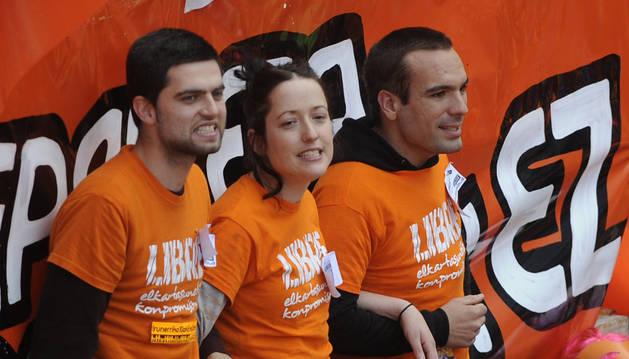 Detenidos los 3 jóvenes de Segi tras disolver el muro popular en Vitoria