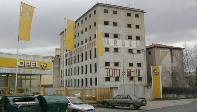 Antiguo edificio de Argal en la avenida de Aróstegui.