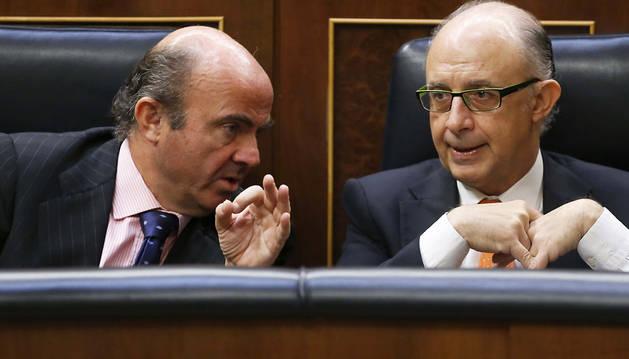 El peso de la crisis deja agotado al equipo económico del Gobierno
