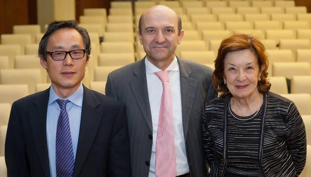 Frank Hu, Miguel Ángel Martínez y Antonia Trichopoulou.