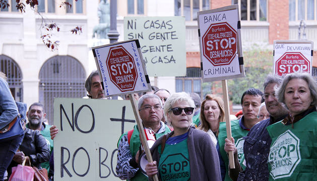 Protesta de los miembros de la PAH en Pamplona.