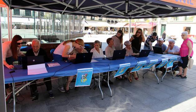 Tudela celebra el Día de Internet con jóvenes y mayores