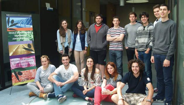Alumnos del grupo de emprendimiento de la ETSIA