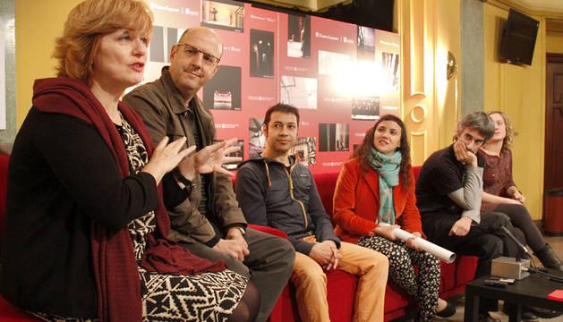 Director Álvaro  Morales y los actores Edurne Rankin, Aintzane Baleztena y Patxi Larrea. Teatro Gayarre