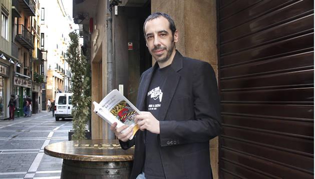 Carlos Bassas presenta su novela 'Siempre pagan los mismos'
