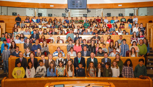 Foto de familia del acto celebrado en el Senado.