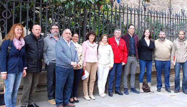 Candidatos socialistas de la Comarca de Pamplona, con Esporrín.
