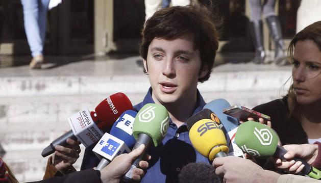 El pequeño Nicolás, frente a los juzgados.