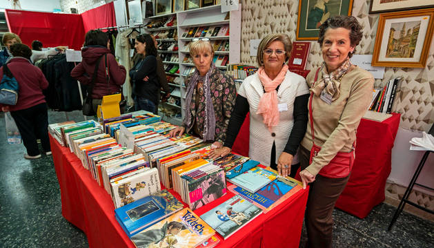 Voluntarias de la asociación, el primer día del mercado solidario.