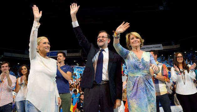 Mariano Rajoy, Esperanza Aguirre y Cristina Cifuentes en el mitin final de campaña.