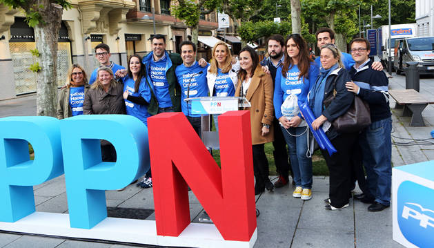 Final de campaña del PP, con Ana Beltrán y Pablo Zalba en el centro.