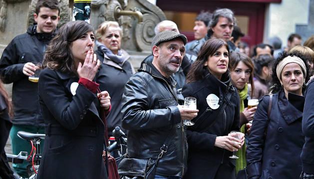 Laura Pérez, junto a candidatos y simpatizantes de Podemos.