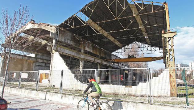 Las antiguas naves industriales llevan años en estado de abandono.