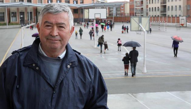 Manuel Fidalgo, esta semana en el patio del colegio.