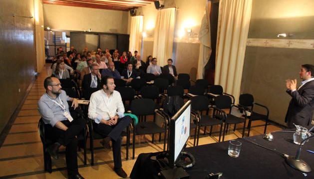 Imagen de los asistentes a una conferencia de la reunión.