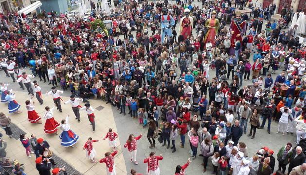 Las fiestas pequeñas del Puy tiñen Estella de blanco y rojo