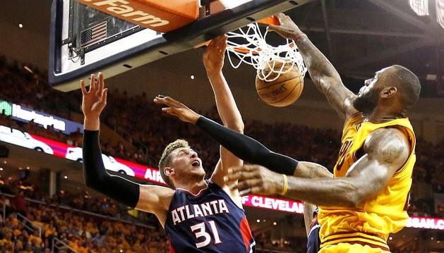 El talento de LeBron coloca a Cavaliers a un paso de la final