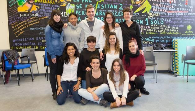 Los estudiantes mentores, tras el acto de clausura.