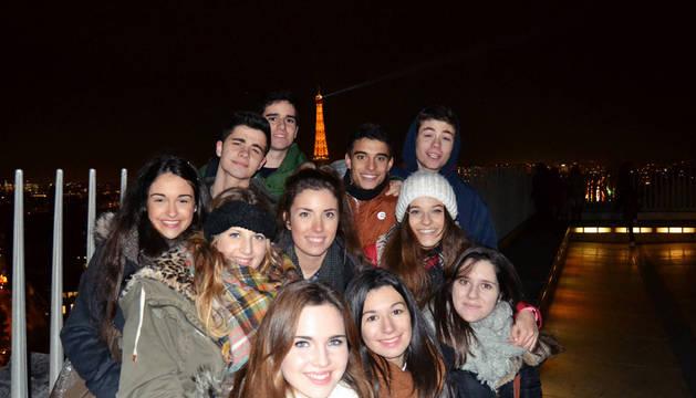 Alumnos del 'Bachibac' del colegio San Cernin de Pamplona, en su reciente viaje de fin de curso a París.
