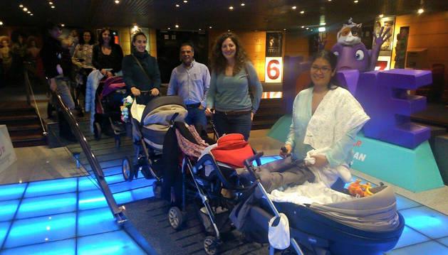 Mujeres con sus hijos, en la 'Sesión teta'.