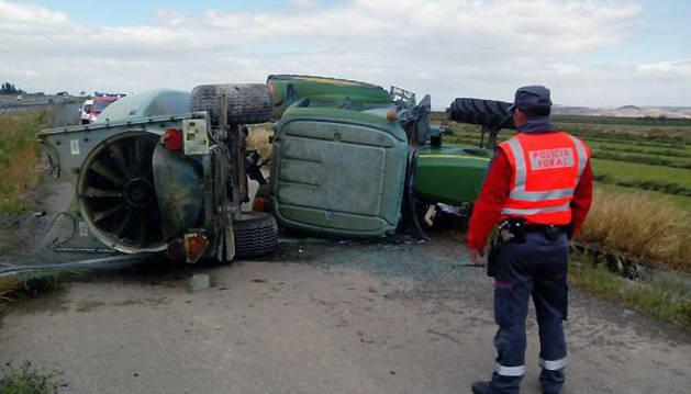 Imagen del tractor tras el accidente.