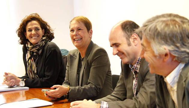 Geroa Bai e I-E se han reunido este miércoles alrededor de una hora en el que ha sido el primer encuentro de la formación de Uxue Barkos para intentar formar el nuevo Gobierno de Navarra.