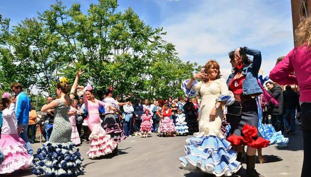 Las sevillanas animaron la jornada con sus continuos bailes.