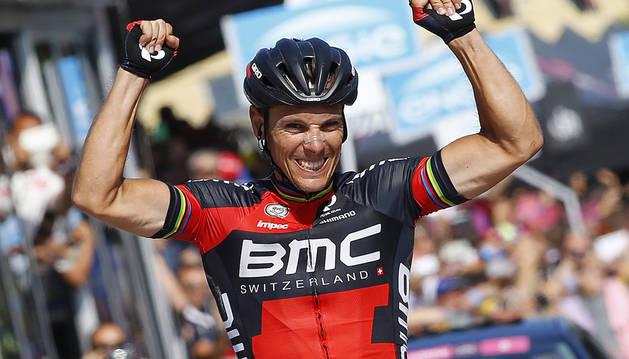 Gilbert celebra la victoria en la 18ª etapa del Giro.