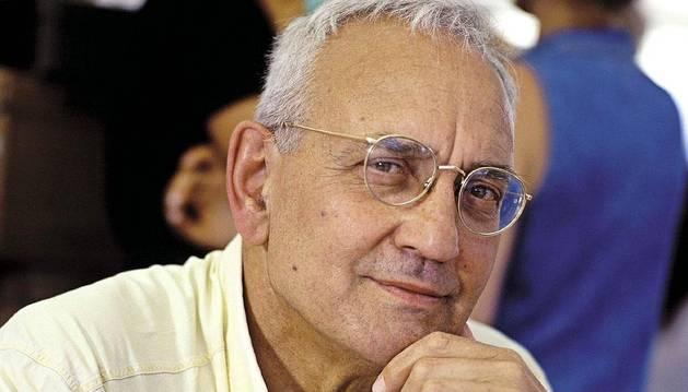 El escritor Max Gallo anuncia que sufre Parkinson