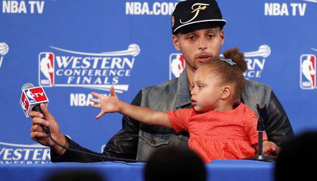 Curry pone a los Warriors en las Finales y se enfrentarán a Cavaliers