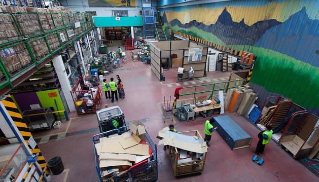 El centro de recuperación y reciclaje de Sarasa, en la imagen, tiene 3.000 metros cuadrados.