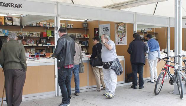 Este viernes 29 de mayo ha comenzado en la plaza del Castillo de Pamplona la XIV Feria del libro de Pamplona, en la que participan doce librerías de la capital navarra (Abárzuza, Acuario, Arista, Auzolan, Chundarata, Elkar Comedias, Elkar Larraona, Gómez, Katakrak, Nerea, Troa y Walden).